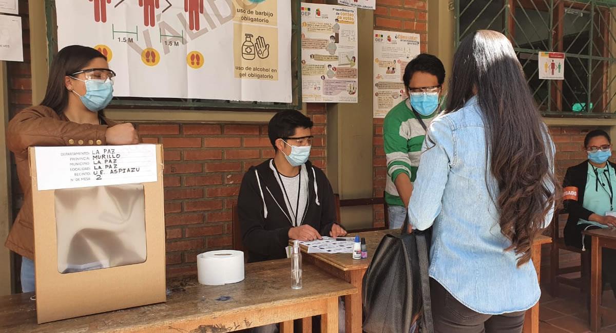 Este domingo, los bolivianos podrán votar con carnet que caducó hace un año. Foto: Twitter @abi_bolivia