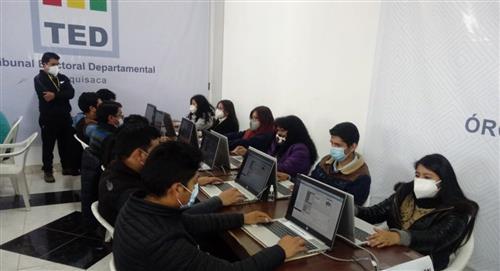 TED de Chuquisaca muestra el conteo de votos en un simulacro