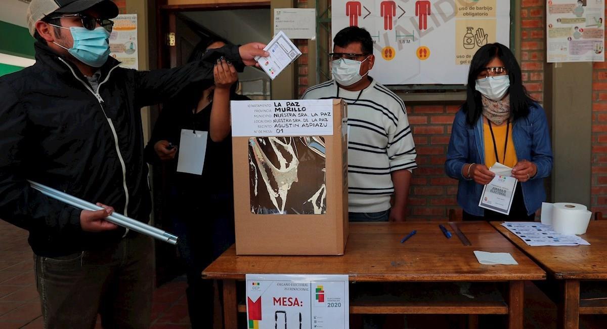 Simulacro de las elecciones este 18 de octubre. Foto: EFE