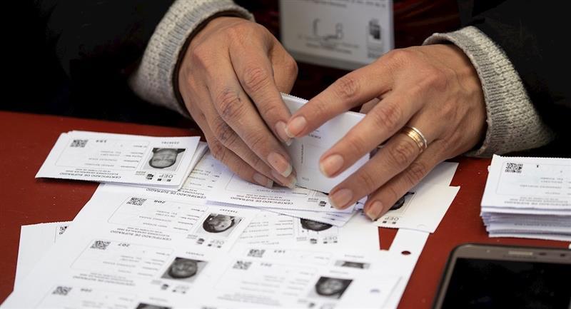 Las papeletas de votación lograron ser recuperadas. Foto: EFE