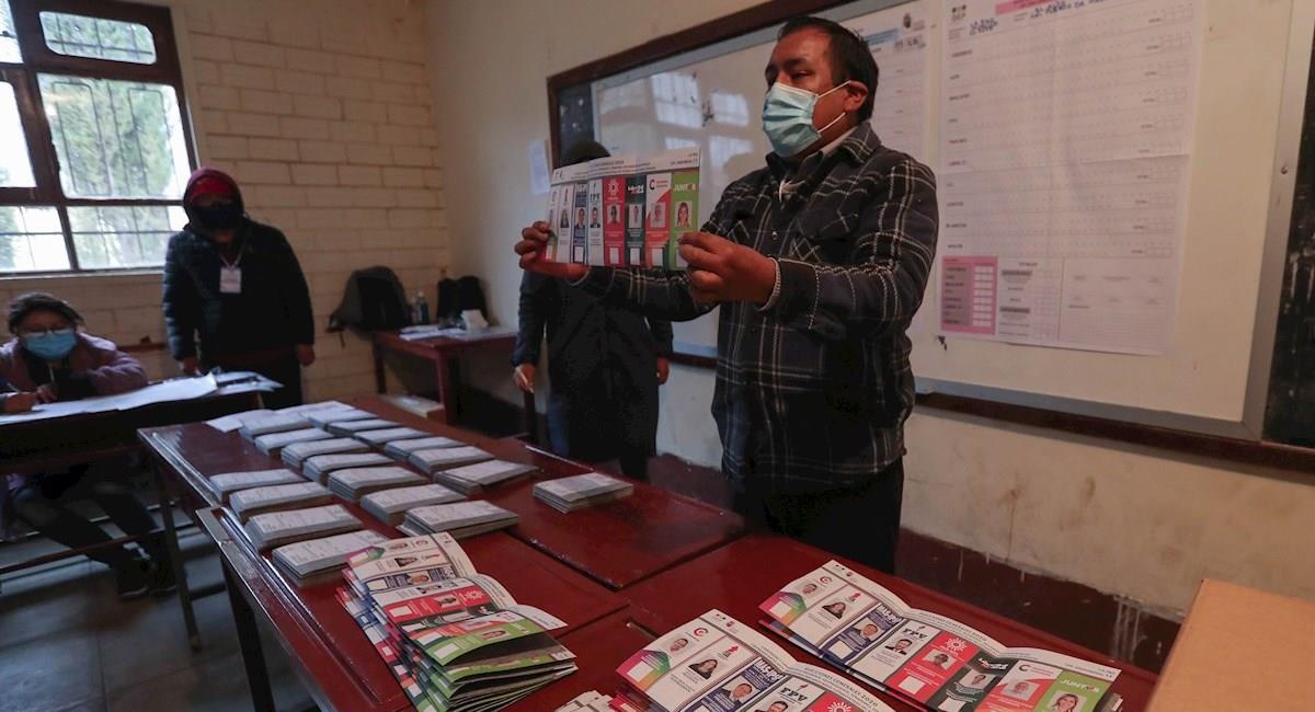 Escrutinio de votos en las mesas de sufragio. Foto: EFE