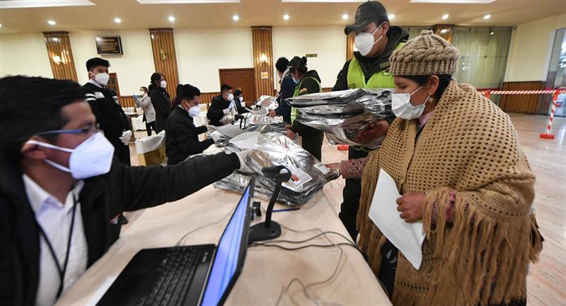 El recuento, el momento, va con cerca del 20% de votos escrutados. Foto: ABI