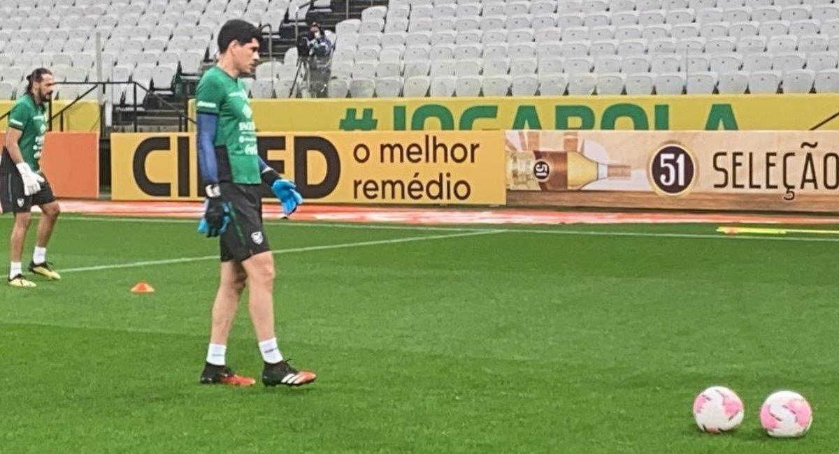 El portero, Carlos Lampe, durante un entrenamiento de la selección boliviana. Foto: Twitter @laverde_fbf