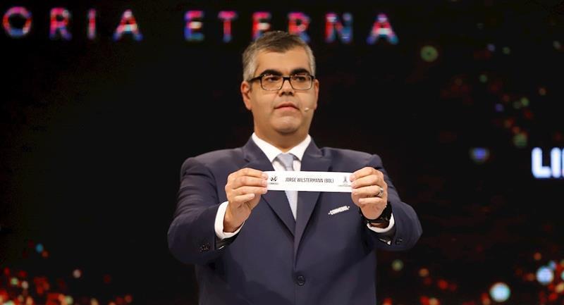 El sorteo de la CONMEBOL para los cuartos de final de la Libertadores. Foto: EFE