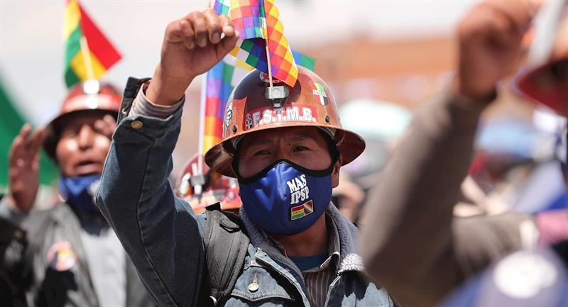 Seguidores del MAS celebran su victoria electoral en El Alto. Foto: EFE