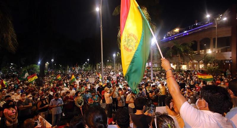 Críticas y protestas de sectores contrarios al MAS, del presidente electo, Luis Arce. Foto: EFE