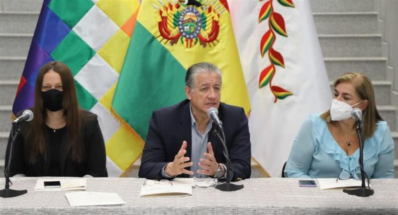 "Autoridades presentan el programa ""Conoce Bolivia Primero"". Foto: Twitter @MDPyEPBolivia"
