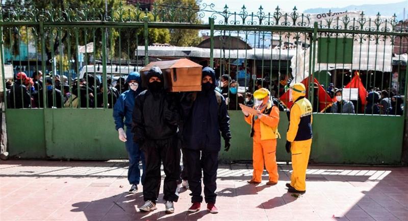 Bolivia registró ayer 10 fallecidos por covid-19. Foto: ABI