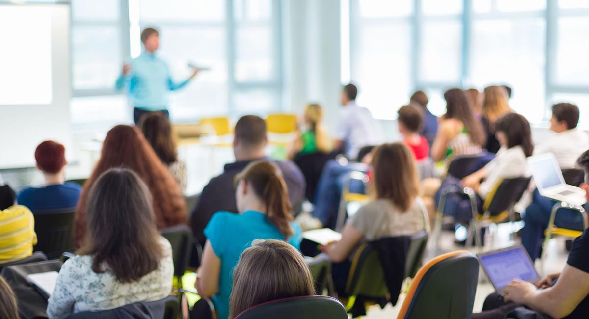 Retorno de las clases presenciales en 2021. Foto: Shutterstock
