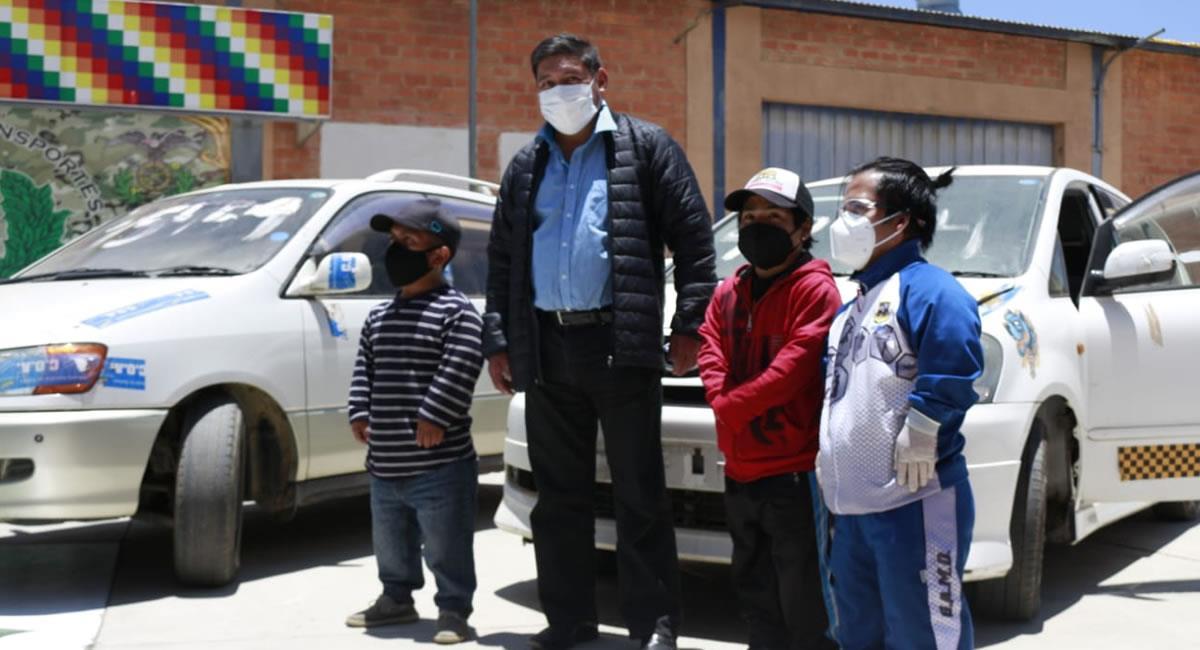 Tres vehículos acondicionados a la Asociación de Personas con Discapacidad de Talla Baja de Oruro. Foto: ABI