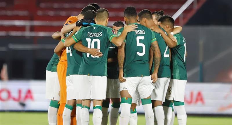 Jugadores de Bolivia en un partido por las Eliminatorias Sudamericanas para el Mundial de Catar 2022. Foto: EFE