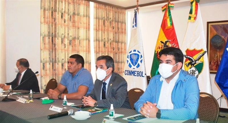 Reunión del Consejo de la División Profesional  que acordó el regreso del fútbol. Foto: Twitter @FBF_BO
