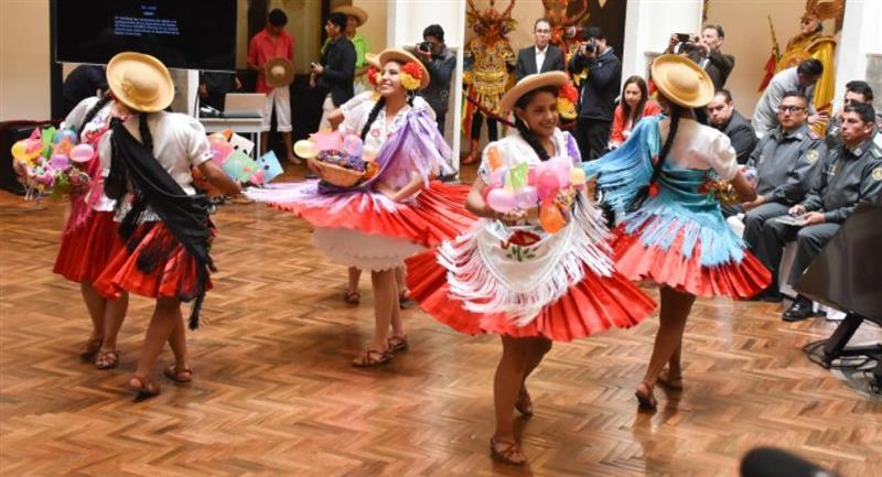 """Gobierno decidió """"recomponer"""" las actividades culturales, deportivas, religiosas y políticas en el país. Foto: Twitter @abi_bolivia"""