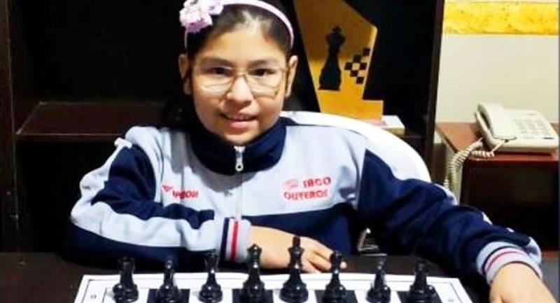 La pequeña Nicole Mollo avanzó a la fase final del Mundial de Ajedrez Infanto Juvenil Online. Foto: Twitter @evoespueblo