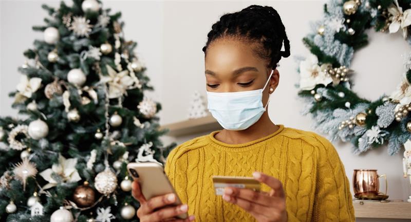 consejos para ayudar a mantenerte seguro durante la búsqueda del regalo perfecto a través de Internet. Foto: Shutterstock