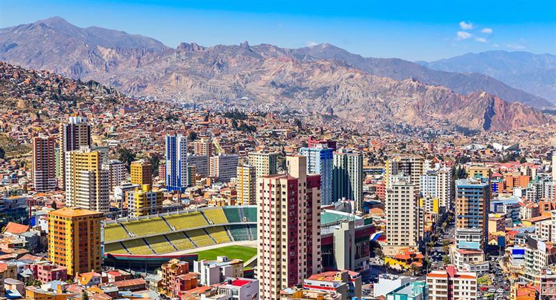 El campeonato boliviano de la División Profesional se realizará en 2021 por primera vez con dieciséis equipos. Foto: Shutterstock