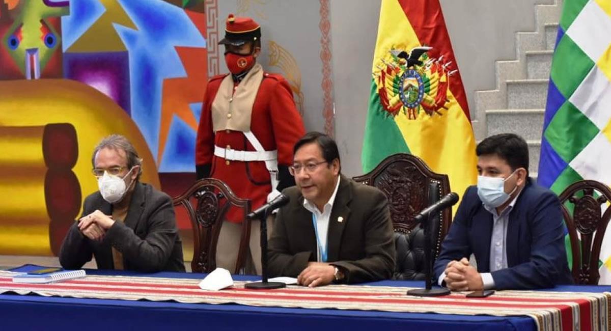 Presidente de Bolivia, Luis Arce, junto a su gabinete de Gobierno. Foto: ABI
