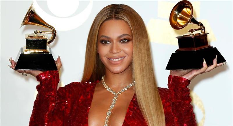 Beyonce posa durante la 59a ceremonia anual de los premios Grammy en el Staples Center de Los Ángeles. Foto: EFE