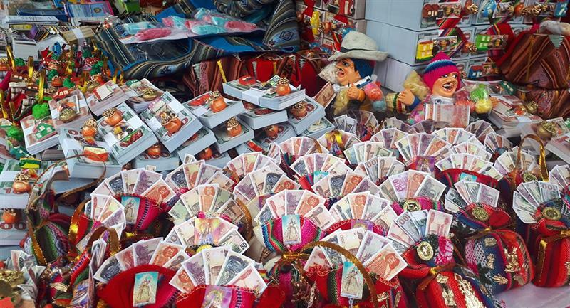 Feria de la Alasita en La Paz. Foto: Twitter @renzoa33