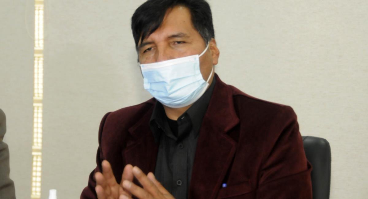 Ministro Educación rechaza contratos cobros