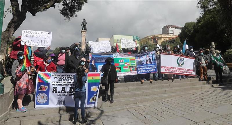 Manifestantes en la plaza Murillo. Foto: EFE