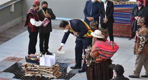 Un ritual ancestral da inicio al 'Día del Estado Plurinacional' en Bolivia