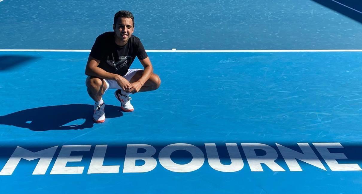 El boliviano Hugo Dellien en las canchas del Abierto de Australia. Foto: Facebook