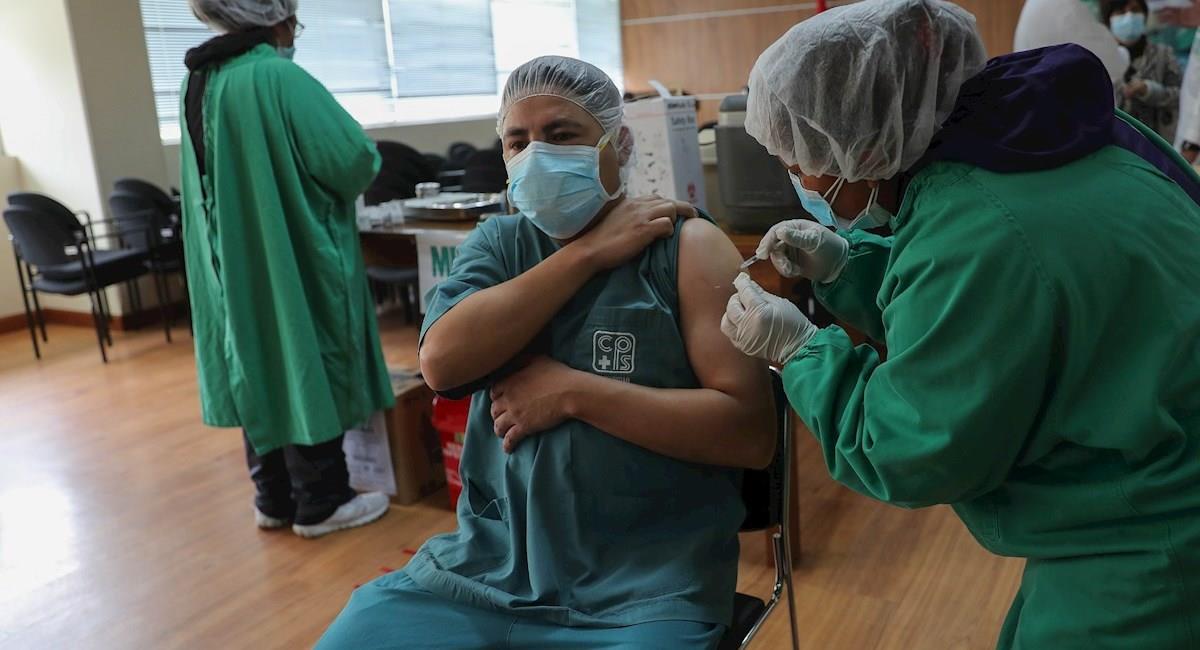 Vacunación en Bolivia. Foto: EFE