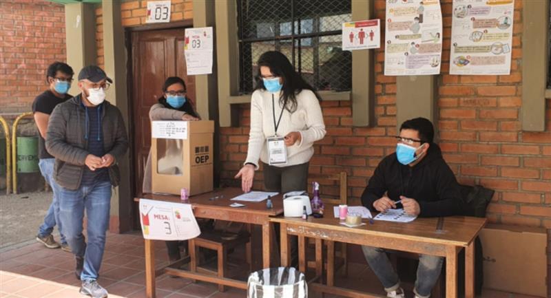 Se realizó el sorteo de jurados electorales. Foto: ABI