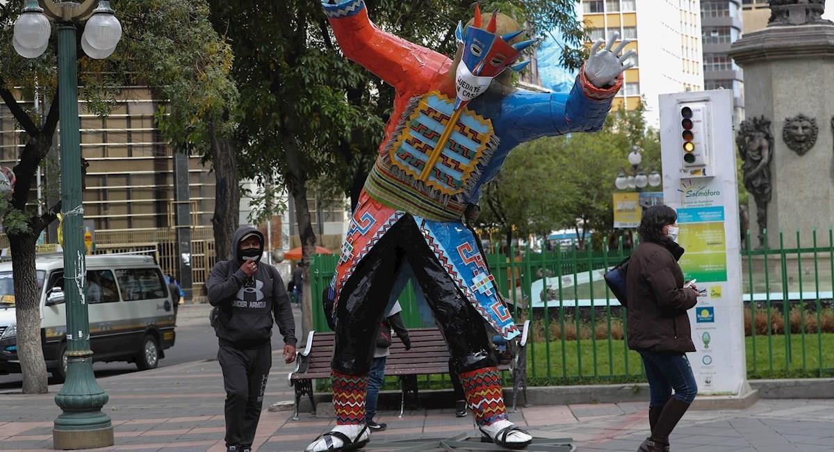 Personajes típicos de carnaval paceño. Foto: EFE