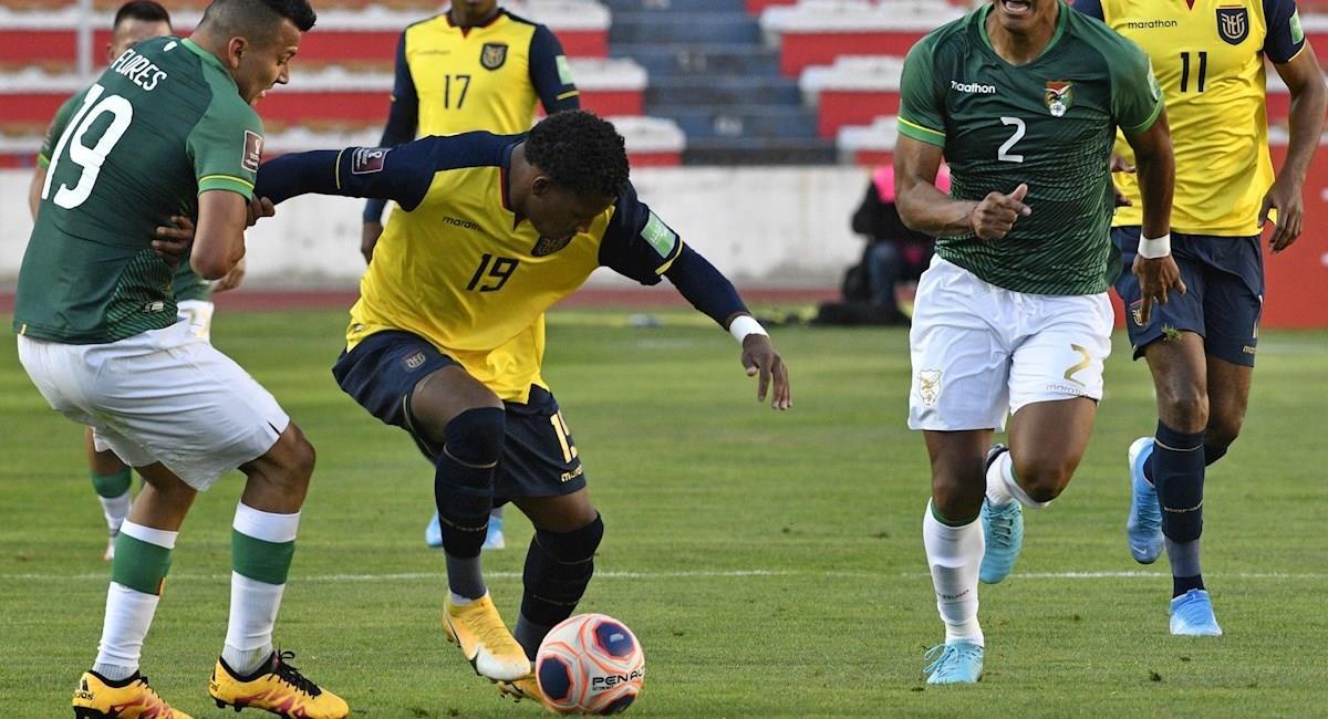 Jugadores de Bolivia durante el partido frente a Ecuador. Foto: EFE