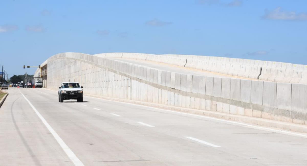 El puente tiene una altura de 7 metros. Foto: ABI