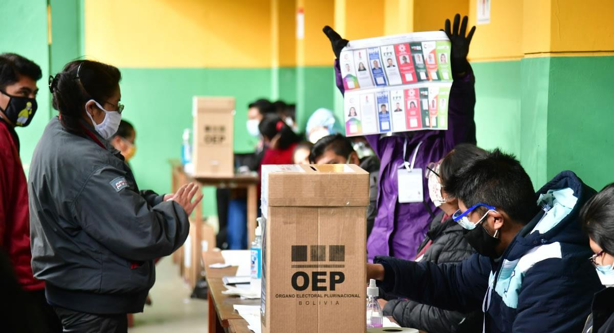 Refuerzo a la capacitación de los jurados de votación. Foto: ABI