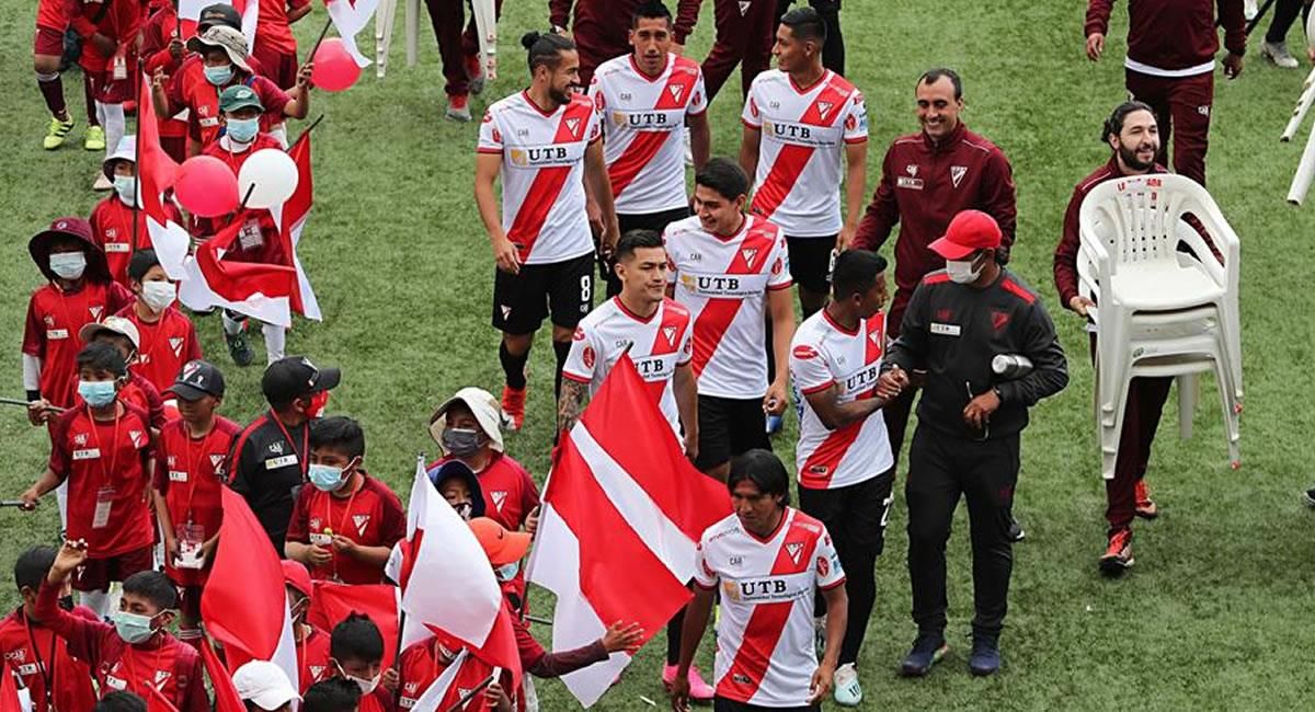 Jugadores del Always Ready hacen parte de la presentación del modelo 2021 del equipo. Foto: EFE