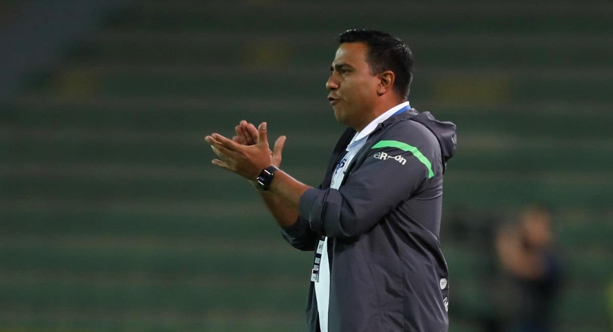 """Un César Farías al """"filo de la navaja"""" pide optimismo para el próximo partido de Bolivia"""