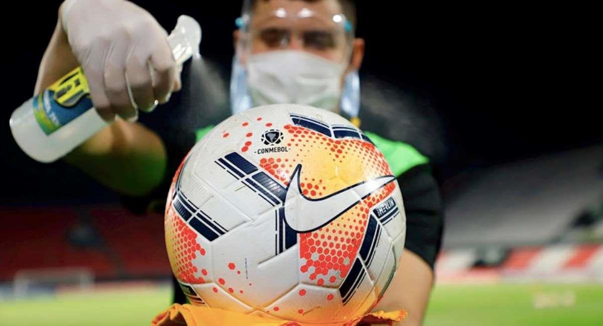 Balón de la Copa Libertadores 2020. Foto: Twitter @PlanoDeportivo