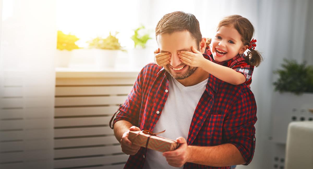 Recuerda que lo valioso de un regalo nunca es su precio, sino las manos que lo entregan. Foto: Shutterstock