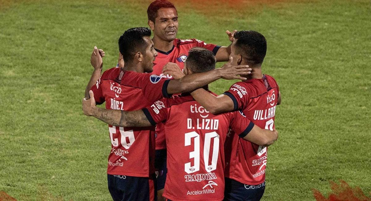 Jugadores de Wilstermann en el partido contra Palmaflor. Foto: Facebook @ClubAtleticoPalmaflor