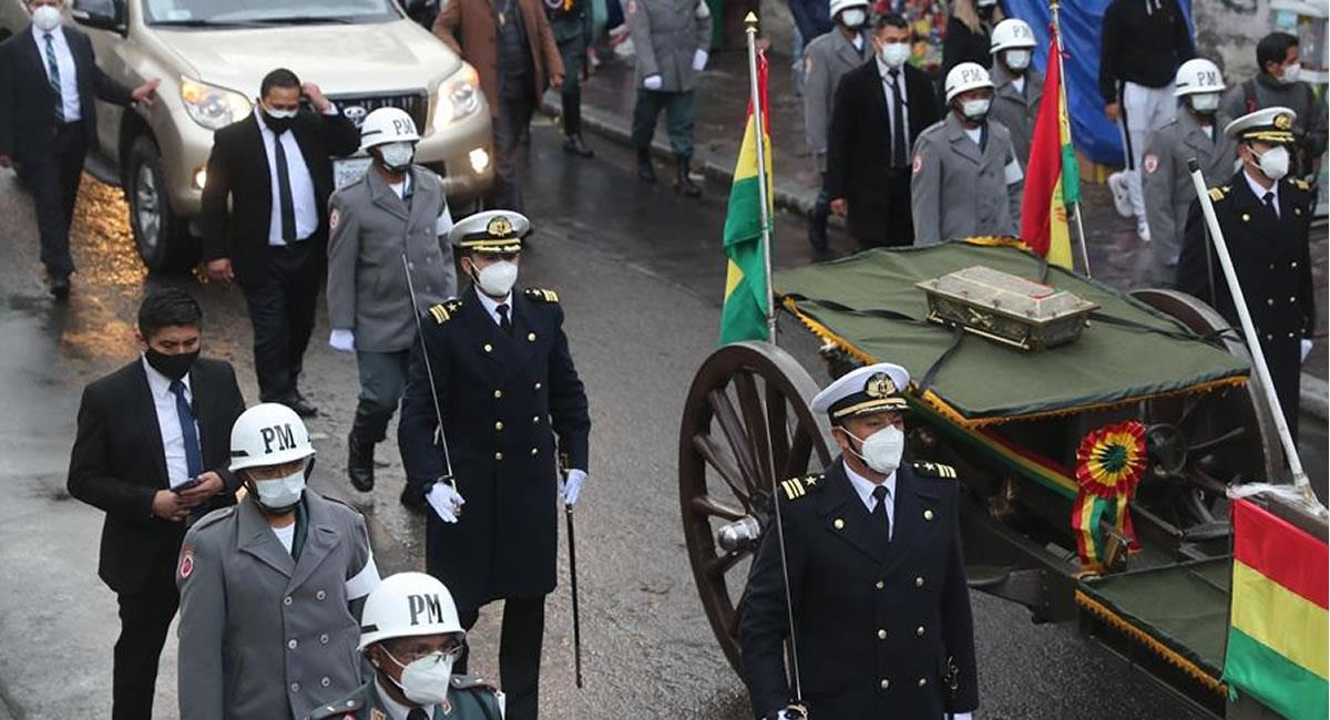 Urna con los restos del héroe del Topáter, Eduardo Abaroa. Foto: EFE