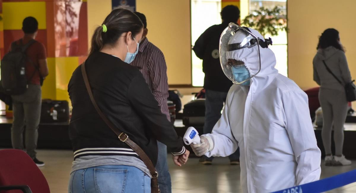 Protocolos de bioseguridad para reducir el contagio por los extranjeros que ingresan. Foto: ABI