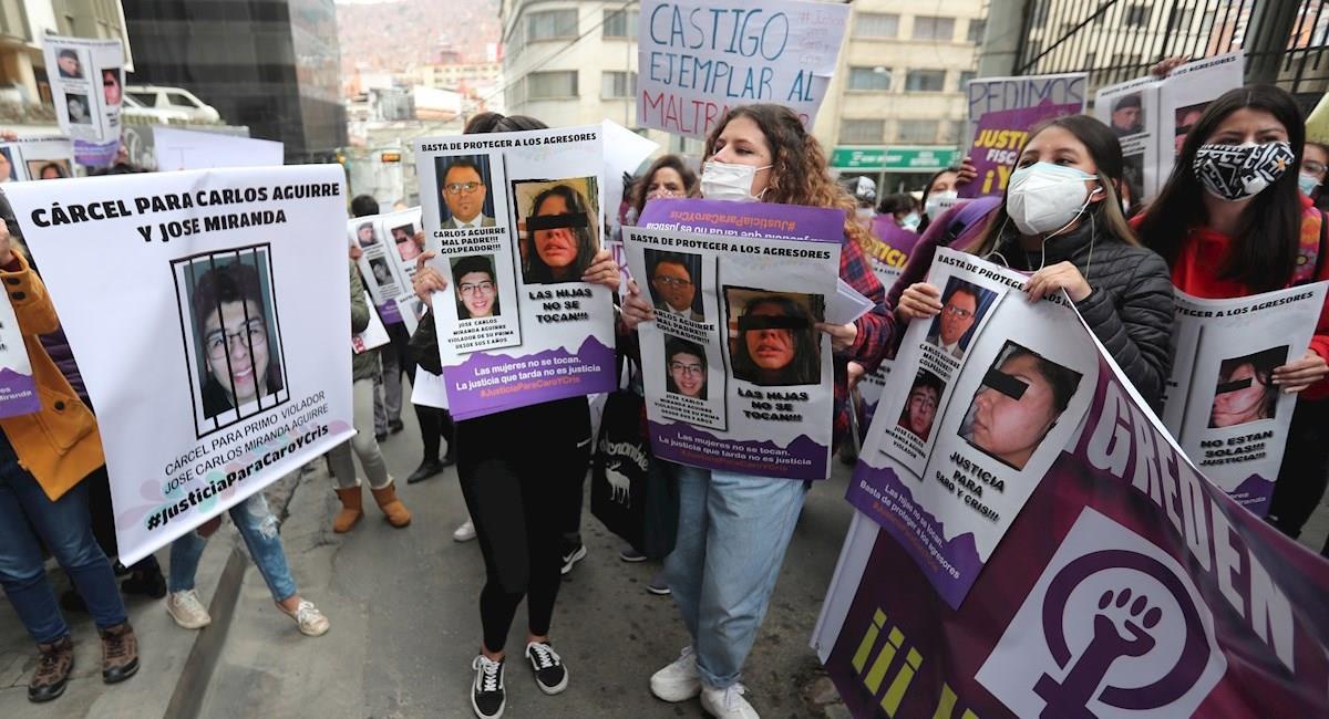 Activistas protestan para exigir justicia por un caso de dos hermanas maltratadas por su padre. Foto: EFE