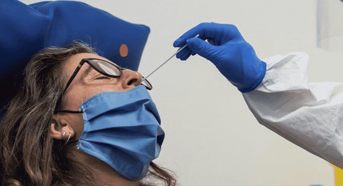 Prueba de antígeno nasal para la COVID-19. Foto: ABI