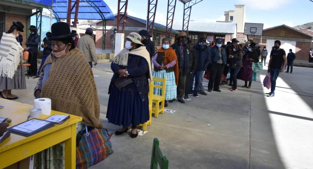 Fila para votar en las elecciones subnacionales el pasado 7 de marzo. Foto: ABI