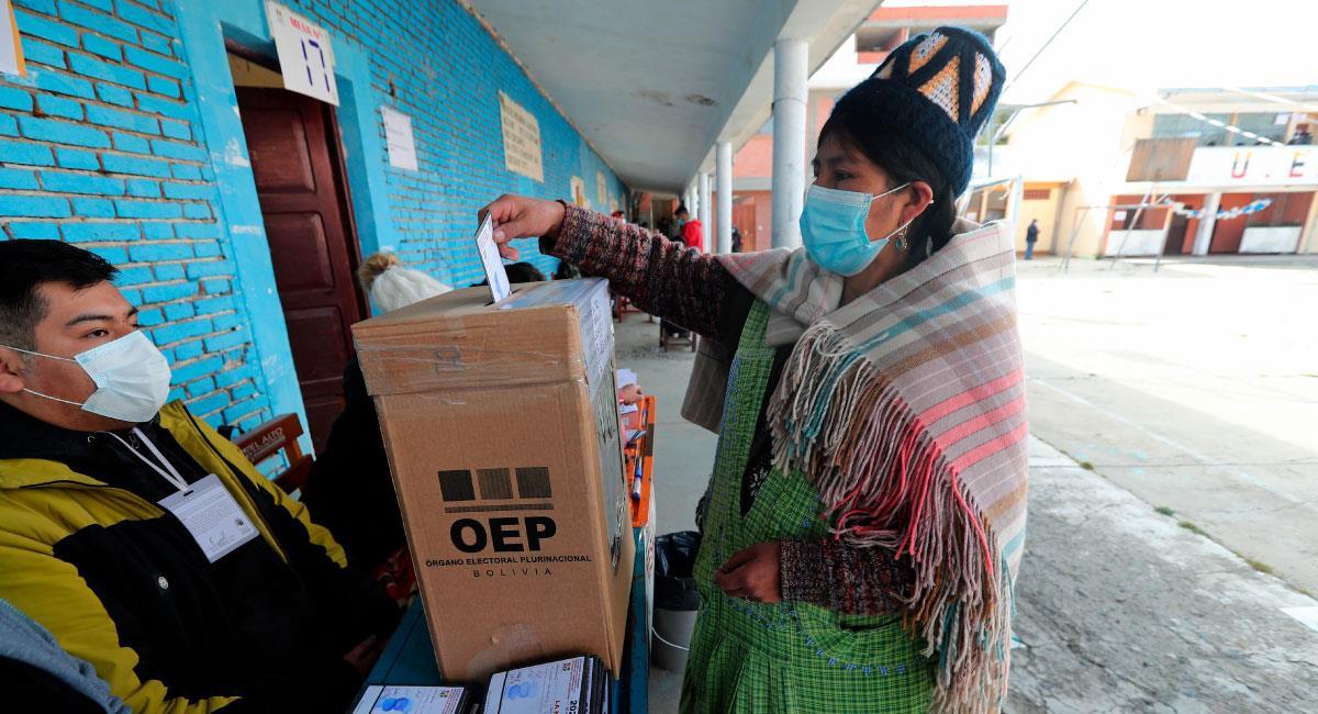Bolivianos votan en cuatro departamentos con el liderazgo del MAS en juego. Foto: EFE