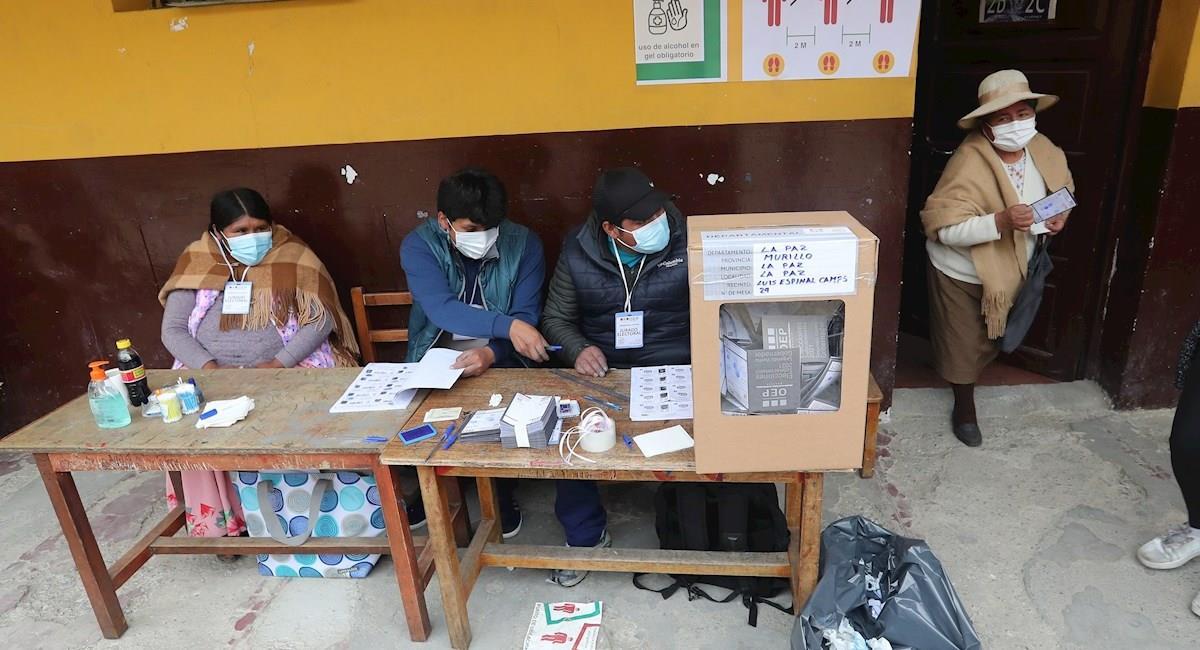 Mesa de sufragio en el departamento de La Paz. Foto: EFE
