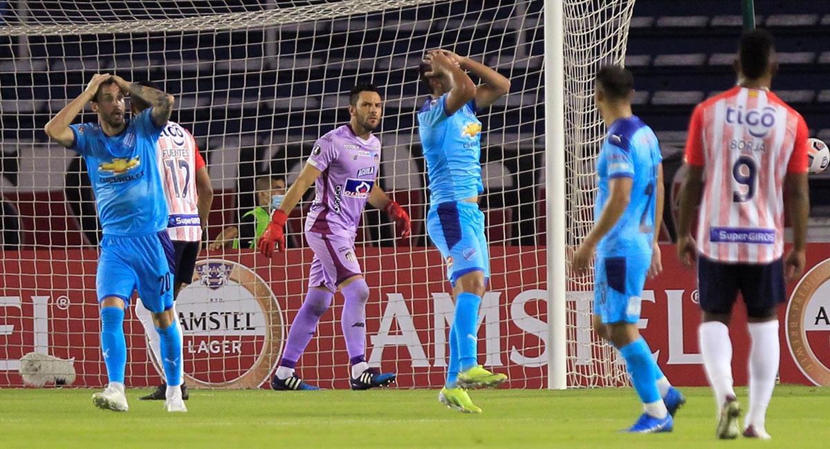 Jugadores de Bolívar se lamentan al fallar una oportunidad de gol. Foto: EFE