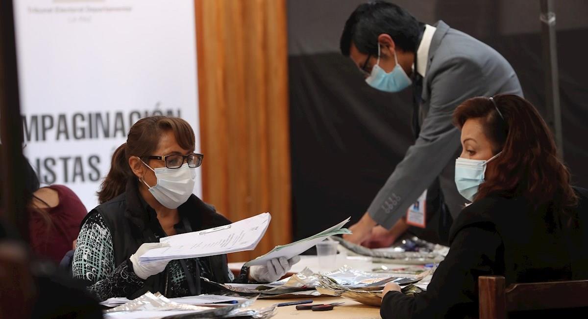 Cómputo d de votos en el balotaje en el departamento de La Paz. Foto: EFE