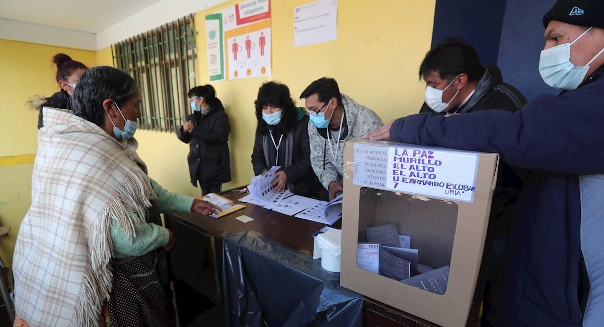 Votación en las elecciones subnacionales. Foto: EFE
