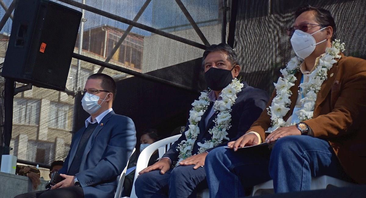 """Luis Arce durante el acto de inauguración de la Expo Feria """"Productos Naturales de la Pachamama"""". Foto: EFE"""