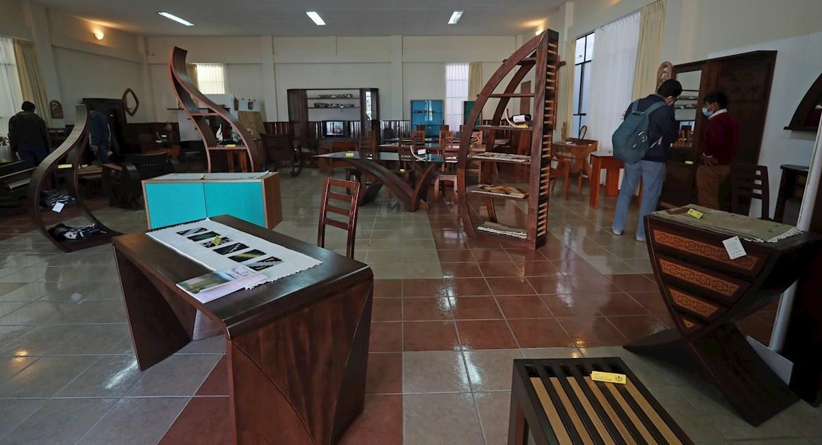 """Artículos de la exhibición """"Expo-Venta Familia Artesanos Don Bosco"""". Foto: EFE"""